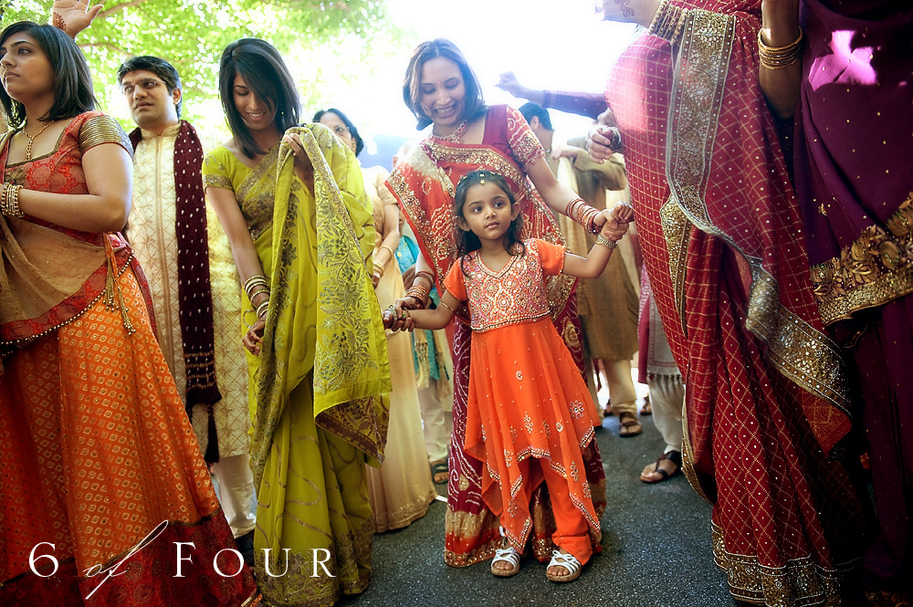 Indian_Wedding_Cator_Wolford_Gardens__Atlanta_women_dancing_in_sari