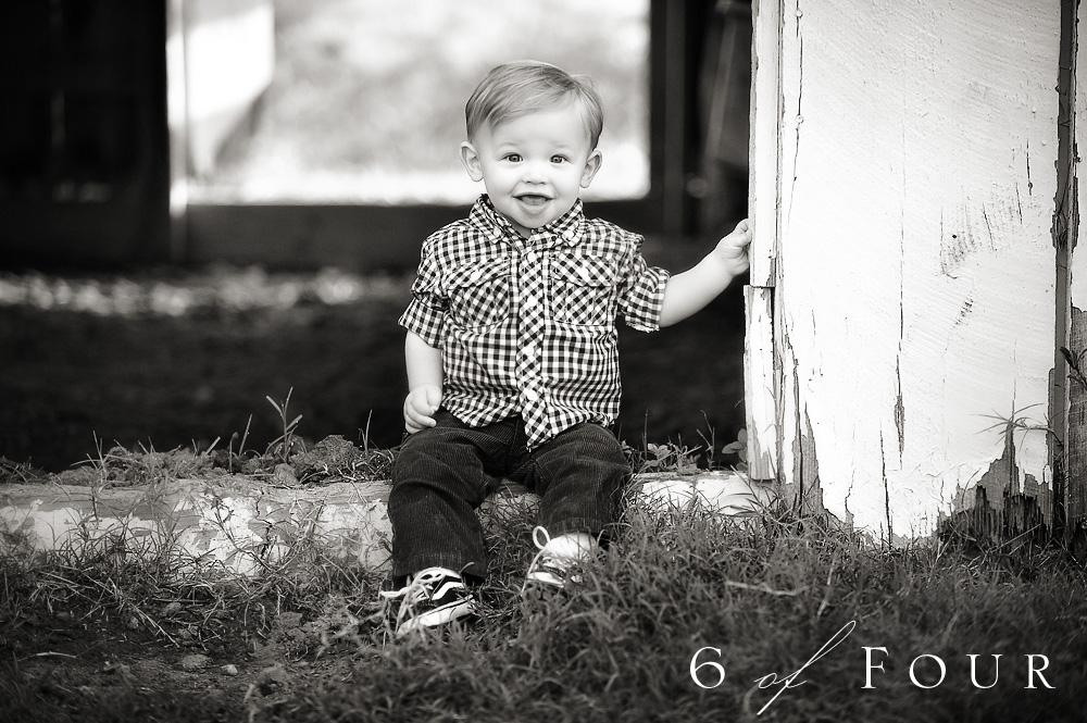 atlanta_family_children_child_portraits_black_and_white_farm